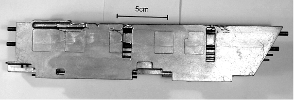 Bild 3: Massiver Kaltlauf bei einem im Feinguss hergestellten Gussteil aus einer AlSi-Legierung infolge zu geringer Formtemperatur und der großen Abschreckwirkung der einzugießenden Kupferrohre