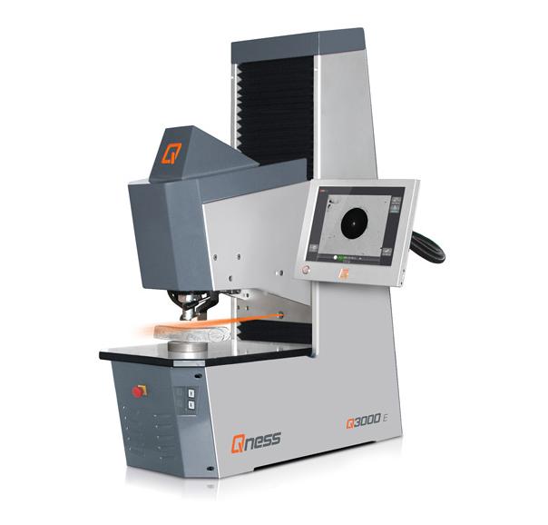Bild 2: Makrohärte-Prüfmaschine Q3000 (Qness GmbH, Golling, Österreich)