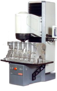 Bild 5: Auch eine Prüfung schwerer und großflächiger Teile ist möglich (EMCO-TEST Prüfmaschinen GmbH, Kuchl-Salzburg, Österreich)