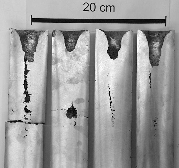 Bild 3: Klassische Makro (Außen)-, Mittellinien- und Innenlunker an Gussstangen aus einer Zinklegierung