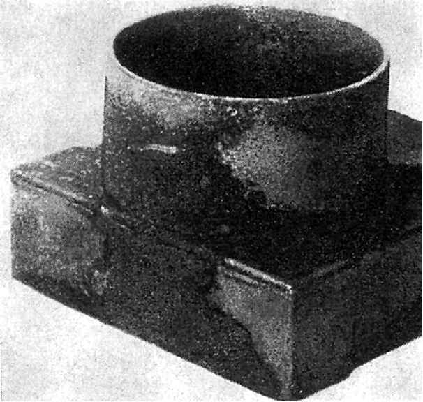 Fig. 1: Burnt sand on a casting made of flake graphite cast iron, caused by impurities in the quartz sand used (SiO2 content < 91 %).