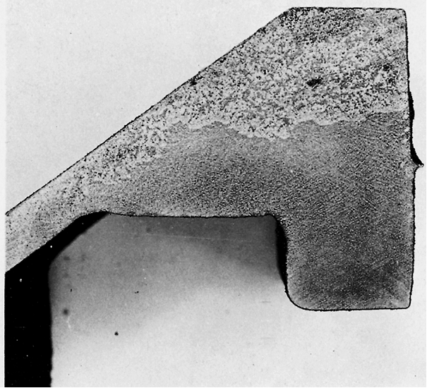 Fig. 1: Cut through a casting with massive graphite flotation, Carbon equivalent 4.49 %, Residual magnesium content 0.059 %, Magnification 2:1