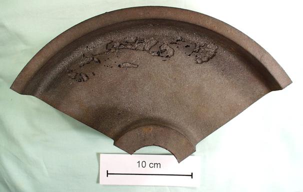 Bild 1: Ausgeprägte Schülpen an einem Gussteilabschnitt aus Gusseisen mit Kugelgrafit (Nasszugfestigkeit des Formstoffes 0,16 N/cm2)