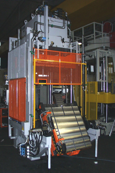 Fig. 6: Hydraulic trimming press from the KZP120 series, photo: Tecnopres S.r.l.