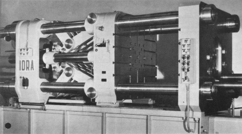 Fig. 7:  Mold locking unit of a die casting machine with a double toggle lever system, produced by Herstellers Idra Presse spa