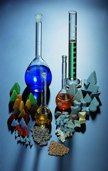 Fig. 1: Slide grinding technology – process materials, (Rösler Oberflächentechnik GmbH, Untermerzbach)