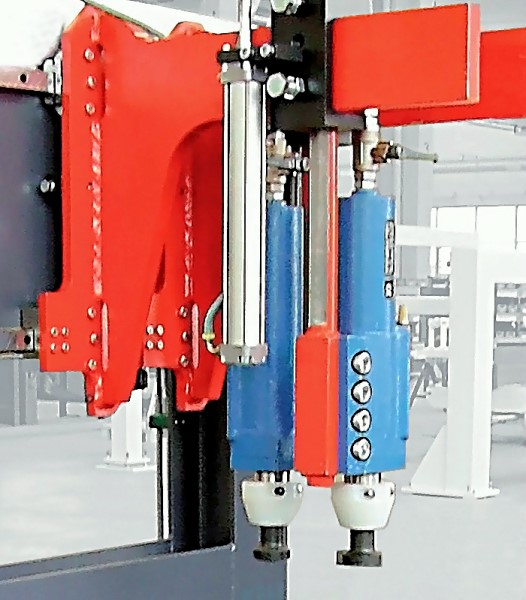 Fig. 1: Hammers in a pre-decoring plant, CORECRACKER BASIC from the company Fill GmbH