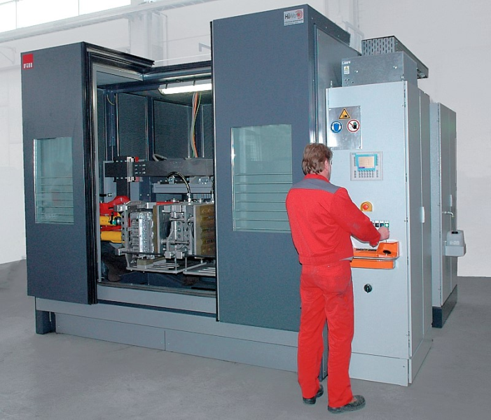 Fig. 5: Stationary swinging decoring plant, type Twistmaster 400 from the company Fill GmbH