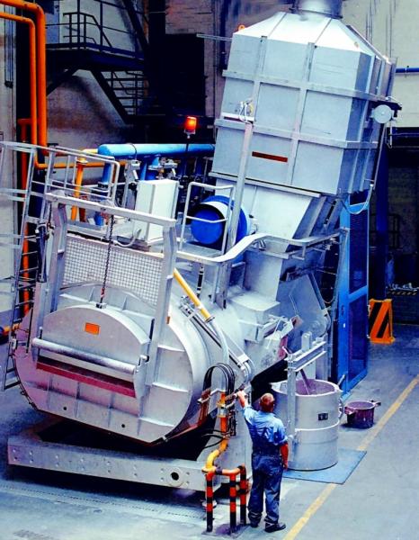 Fig. 2:  Tiltable shaft melting furnace, building type StrikoMelter® of StrikoWestofen GmbH