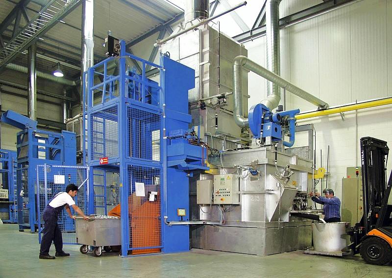 Fig. 3: Aluminium shaft melting furnace with a tapping valve, photo: StrikoWestofen GmbH