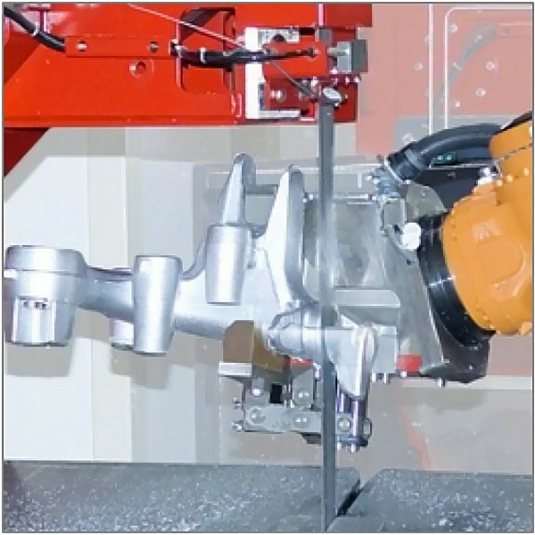 Fig. 3: SPEEDLINER 920 M saw band by Fill GmbH, A robot guides the castings