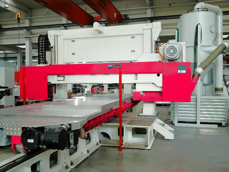 Fig. 4: SPEEDLINER 920 M SHUTTLE shuttle band saw by Fill GmbH