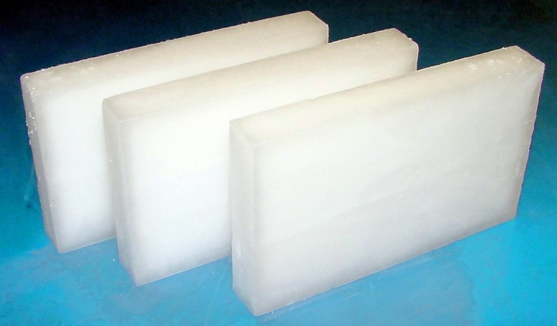Fig. 3: Dry ice blocks, source: Wikipedia Commons, author: Mark S.