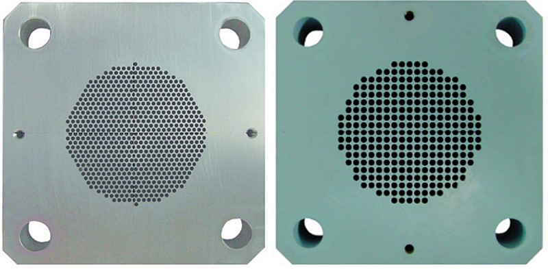 Fig. 2:  Extruder plate for the production of 1.7mm (left) or 3mm (right) dry ice pellets, photo: ASCO Kohlensäure AG