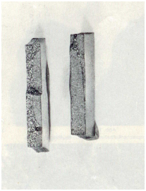 Fig. 1a: Fatigue failures after double-sided alternating bending loads, crack growth from one side (left) and from both sides (rights), 1:1