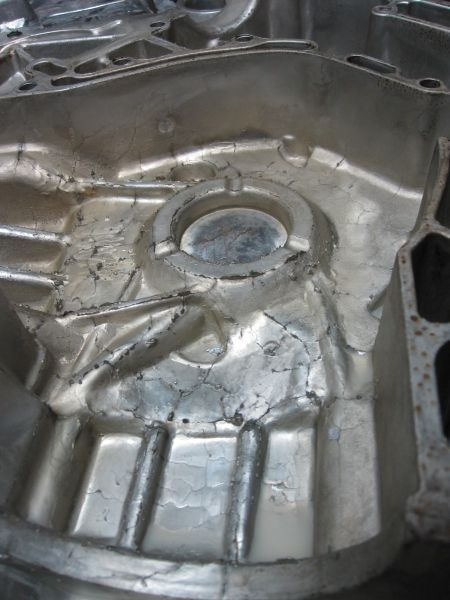 Fig. 5:  Casting with signs of firing cracking, Source: FT&E Foundry Technologies & Engineering GmbH Fig. 6:  Massive firing cracking leads to protruding burrs at the casting, source: FT&E Foundry Technologies & Engineering GmbH