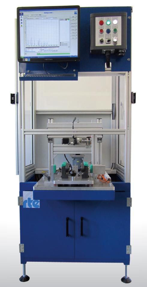 Bild 1: Automatisches, fertigungsbegleitendes Prüfsystem mit manueller Beschickung, Foto: RTE Akustik + Prüftechnik GmbH