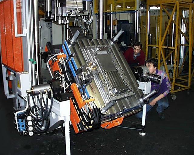 Bild 7: Wechseleinrichtung für das Stanzwerkzeug, Foto: Tecnopres S.r.l.