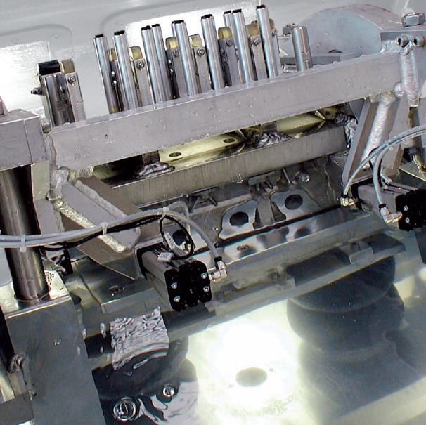 Bild 2: Dichtheitsprüfung eines ZylinderkopfesCASTTESTER WATER von Fa. Fill GmbH