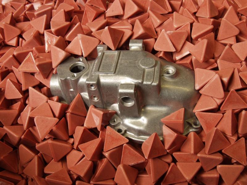 Bild 2: Druckgussteil zur Bearbeitung in Kunststoffchips, (Rösler Oberflächentechnik GmbH, Untermerzbach)