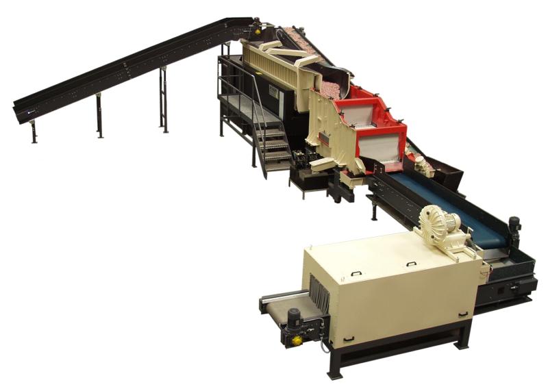 Bild 5: Linear-Durchlaufanlage für vollautomatisches Gleitschleifen. Die kontinuierliche Werkstückeingabe ist charakteristisch für diese Anlagentechnik. In Abhängigkeit von Größe und Empfindlichkeit der zu behandelnden Teile können die Zeitabstände der Werkstückeingabe variiert werden. (Rösler Oberflächentechnik GmbH, Untermerzbach)