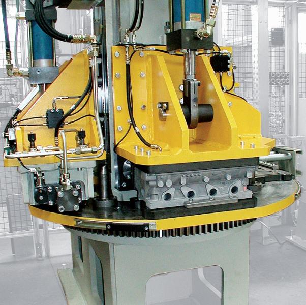 Bild 1: Differenzdrückprüfanlage mit Rundtisch, CASTTESTER AIR von Fa. Fill GmbH