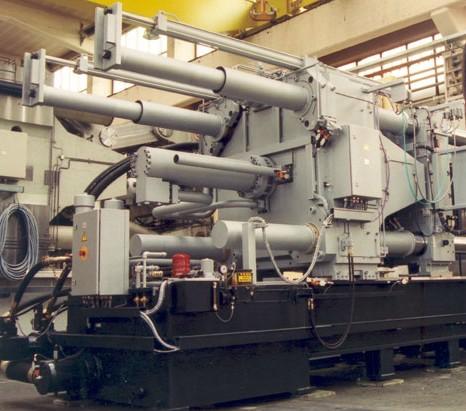 Bild 5:· Automatische Säulenzieheinrichtungen an beiden oberen Säulen einer Kaltkammer-Druckgießmaschine, Oskar Frech GmbH