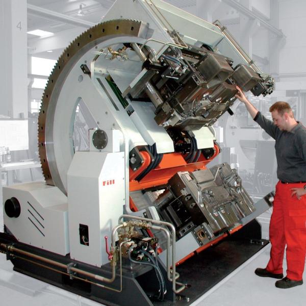 Bild 4: Kippkokillengießmaschine TILTCASTER SERVO von Fa. Fill GmbH