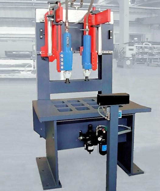 Bild 2: Schlaghammeranlage für die Vorentkernung, Type CORECRACKER BASIC der Fa. Fill GmbH