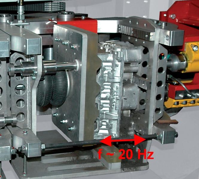 Bild 6: Einleitung der Schwingenergie über Unwuchtwellen, Schwingentkernanlage Twistmaster 400 der Fa. Fill GmbH