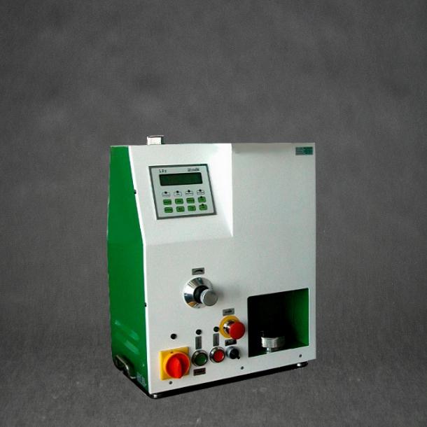 Bild 1: Verdichtbarkeitsprüfgerät LPr-2e (Hersteller Fa. MULTISERW-Morek, vertreten durch S&B Industrial Minerals GmbH, Vertrieb Leipzig)