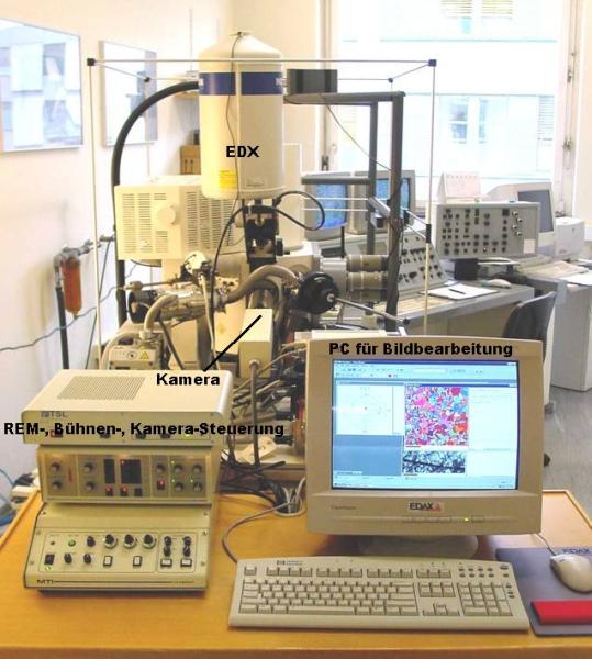 Bild 1: Aufbau des TSL EBSD Systems am  FELMI-ZFE-Graz, Österreich
