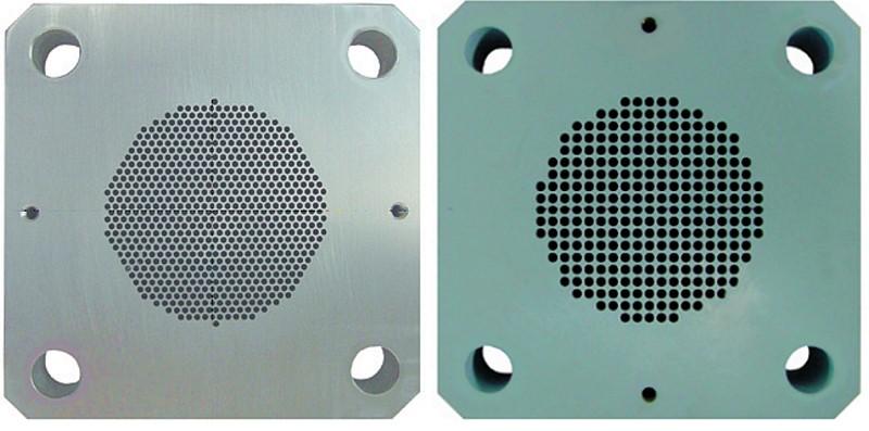 Bild 2: Extruderplatte zur Herstellung von 1,7 mm (links) 3 mm-Trockeneis-Pellets (rechts), Foto: ASCO Kohlensäure AG