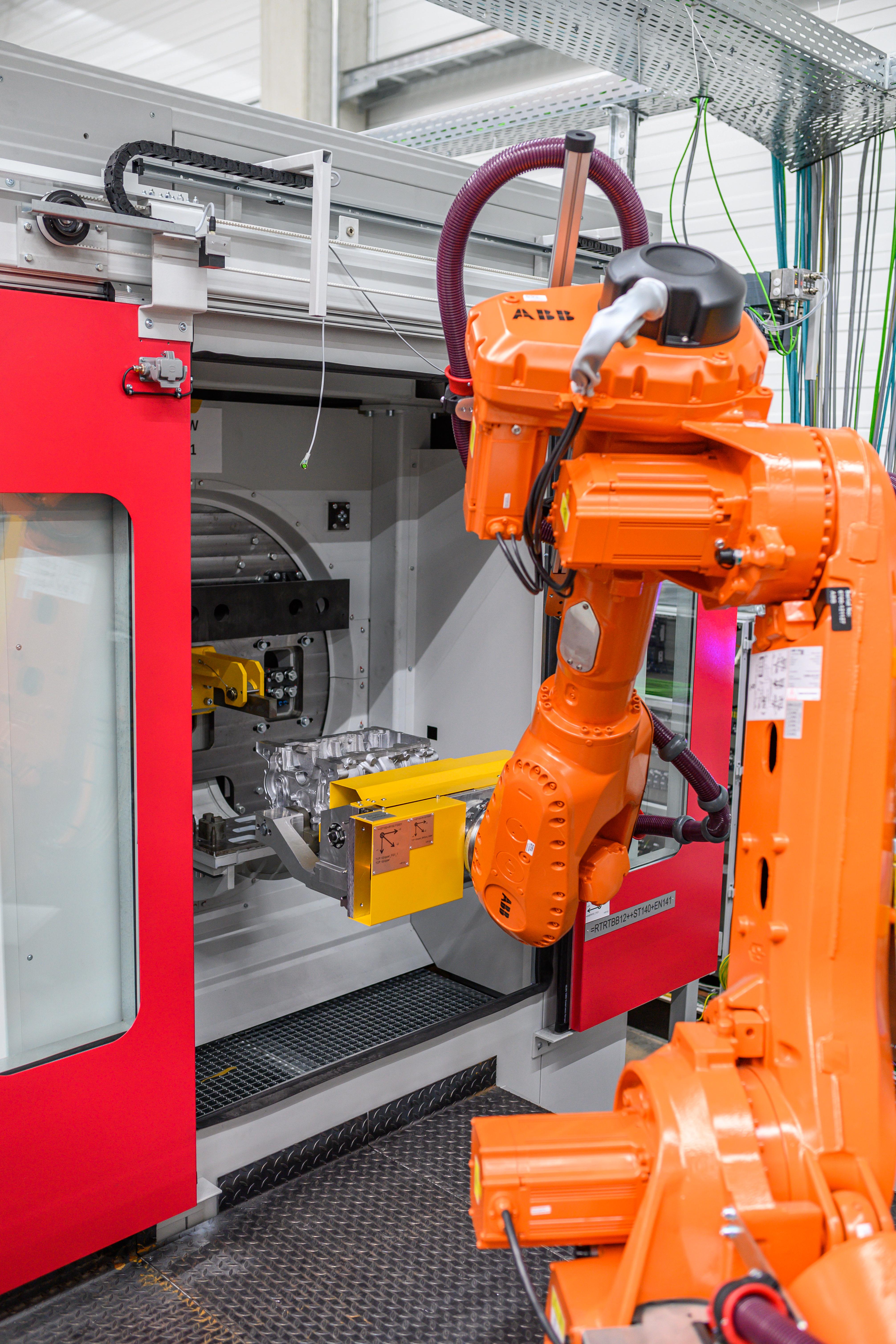 Bild 2: Entnahmeroboter  (August Mössner GmbH + Co. KG)