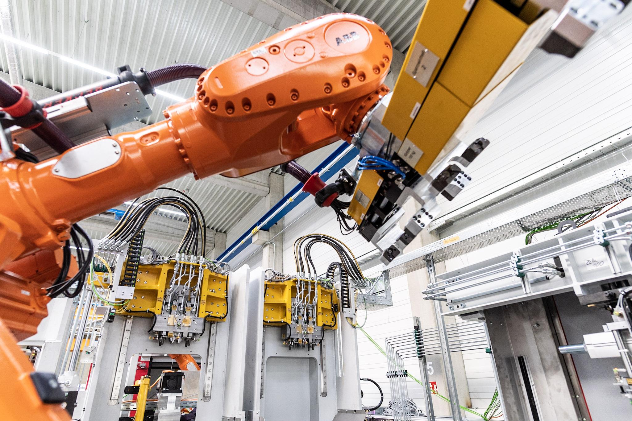 Bild 3: Entnahmeroboter (August Mössner GmbH + Co. KG)