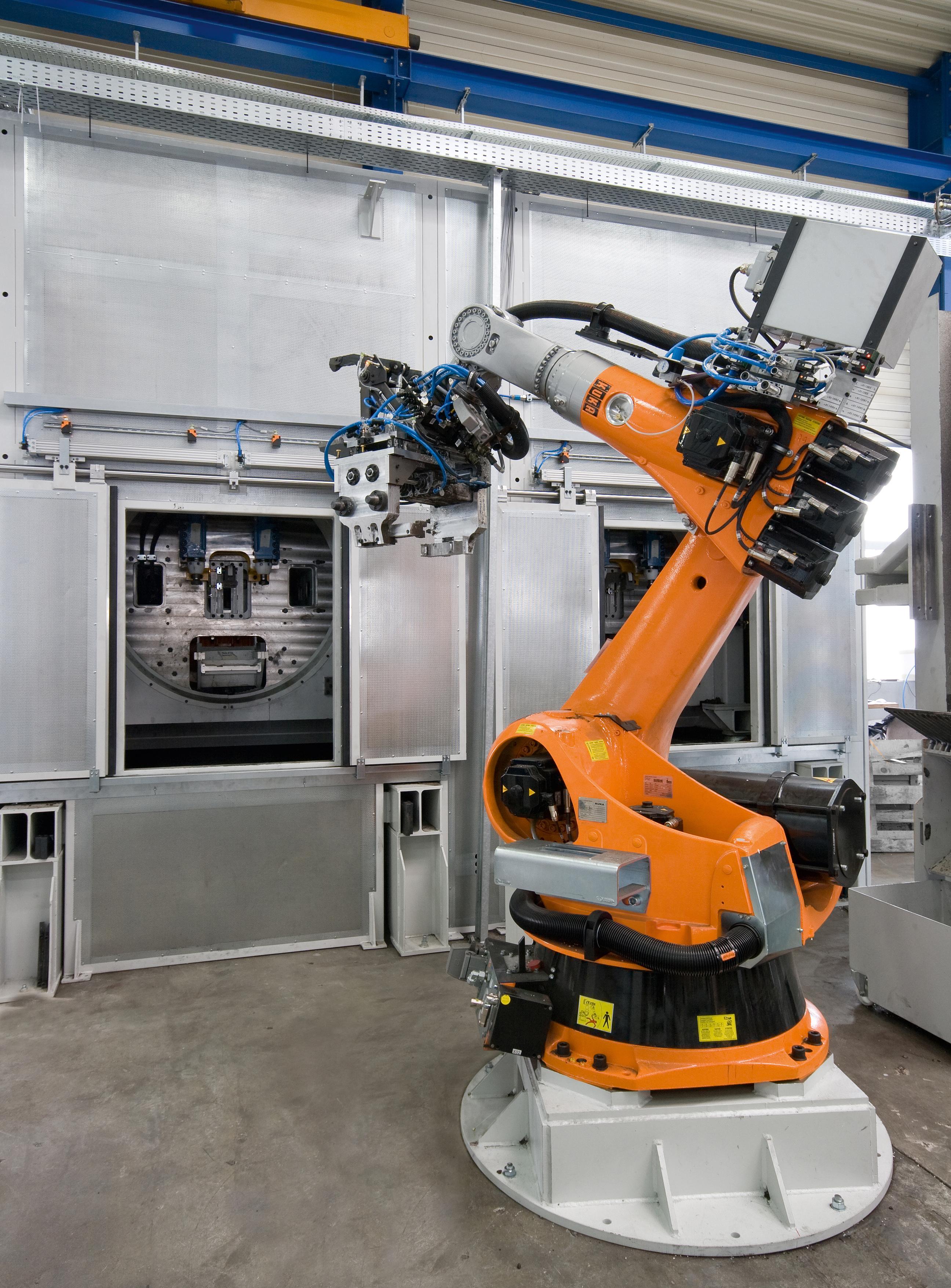 Bild 4: Entnahmeroboter an einer Entkernanlage (August Mössner GmbH + Co. KG)