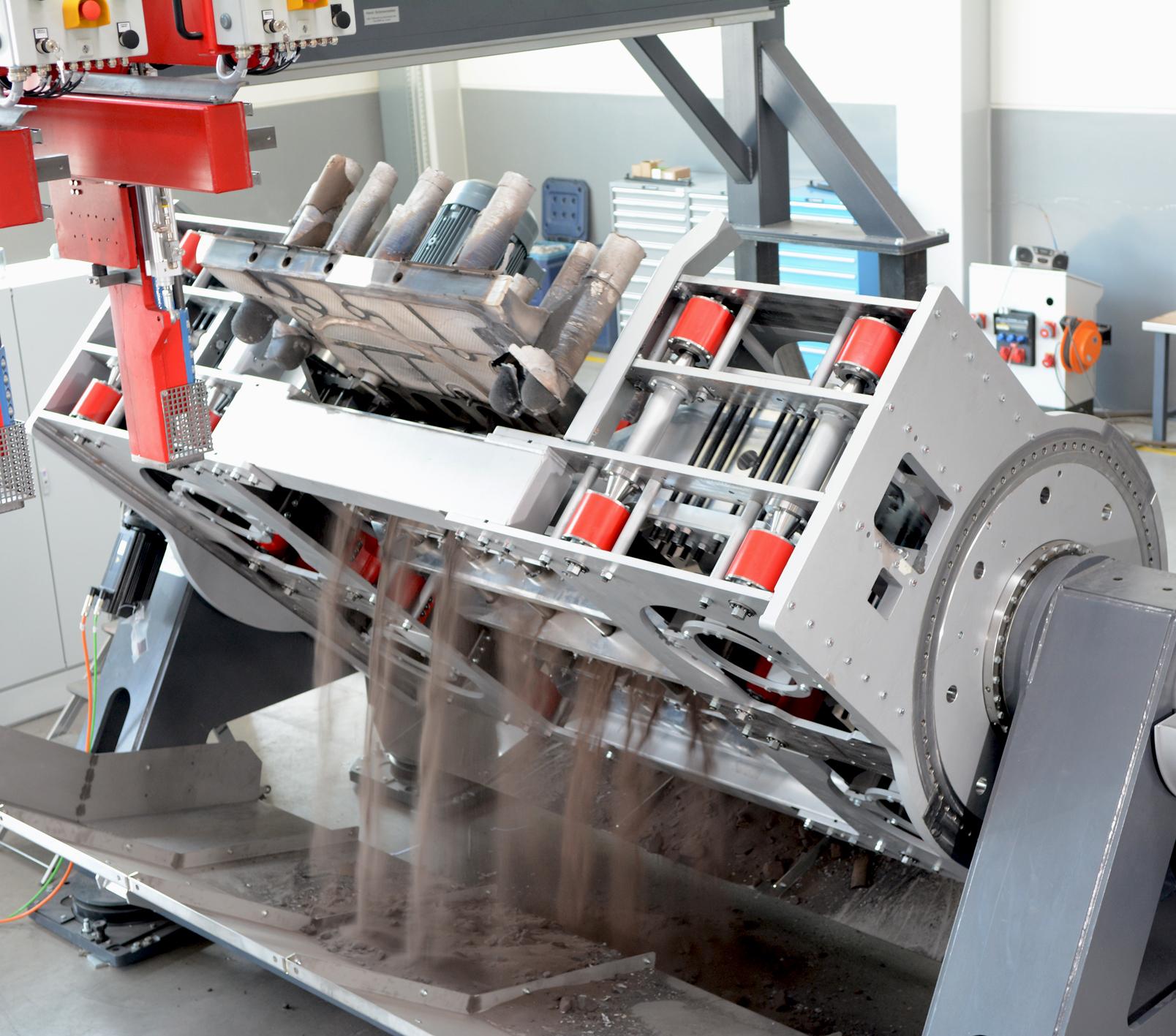 Bild 4: Schwingentkernanlage mit Servo-Dreheinrichtung, Type SWINGMASTER 1500 in Aktion der Fa. Fill GmbH
