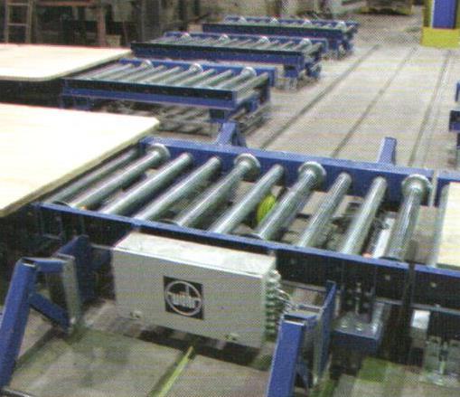Bild 4: Rollenbahn in einer Kaltharz-Formanlage (AAGM Aalener Gießereimaschinen GmbH)
