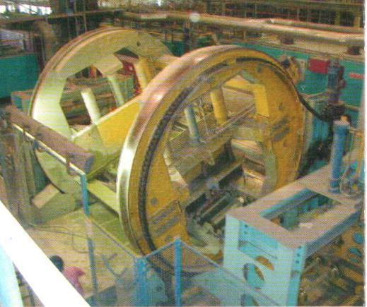 Bild 6: Aussenkwender in einer Kaltharz-Formanlage (AAGM Aalener Gießereimaschinen GmbH)