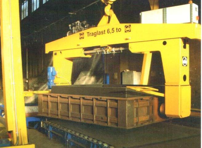 Bild 7: Formkasten-Manipulator (AAGM Aalener Gießereimaschinen GmbH)
