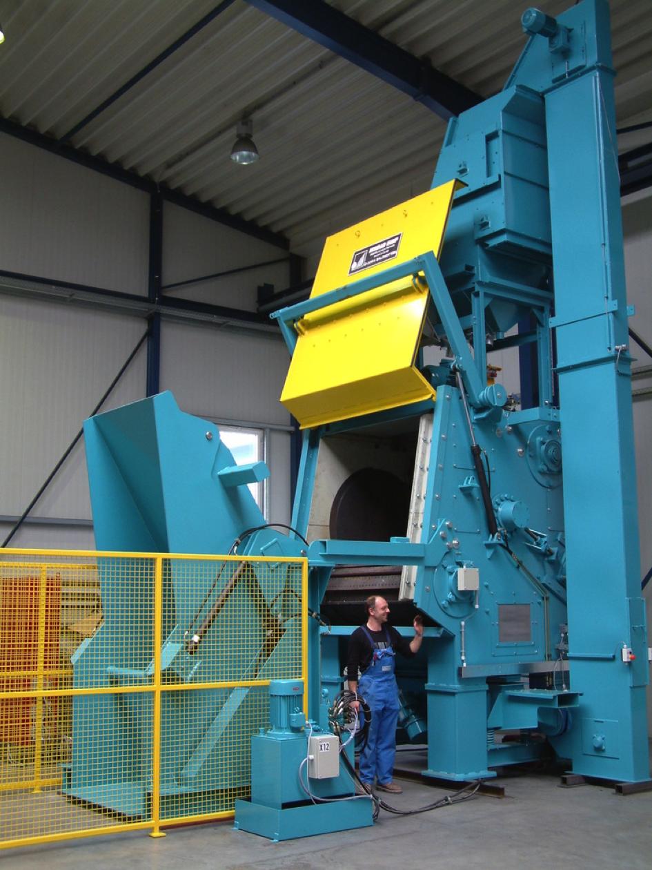 Bild 1: Muldenband-Strahlanlage (Rump Strahlanlagen GmbH & Co. KG)