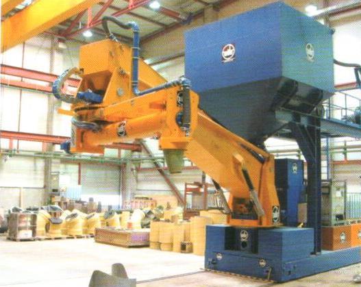 Bild 5: Steuerung in Komfort-Ausführung mit eingebautem optionalem Sonderzubehör (AAGM Aalener Gießereimaschinen GmbH)